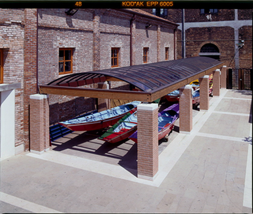 applications/commercial/commercial-canopies-light-roofing-5.jpg